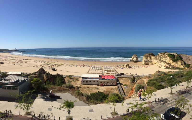 Beautiful beach adjacent to the rock - Praia da Rocha, right outside the Apartment