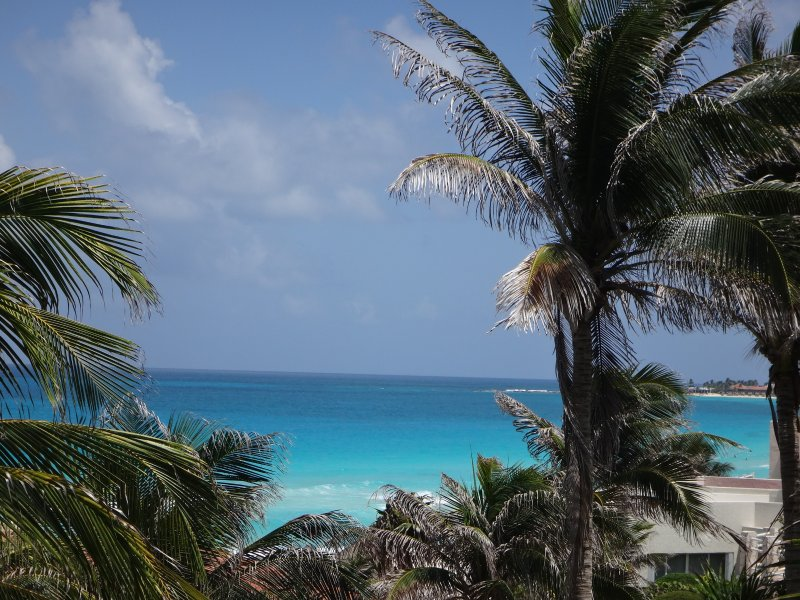 Remodeled OceanView Suite with Kingsize Bed & WIFI Super Host Status, holiday rental in Cancun