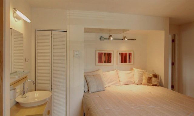 meester BR met een kingsize bed en eigen badkamer