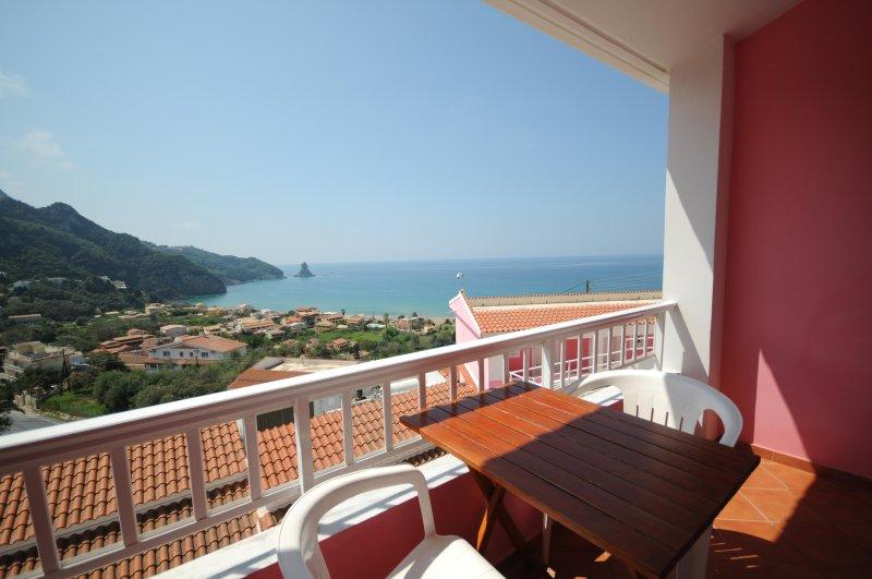 Double Seaview Hotel Room close to the beach, location de vacances à Ano Garouna