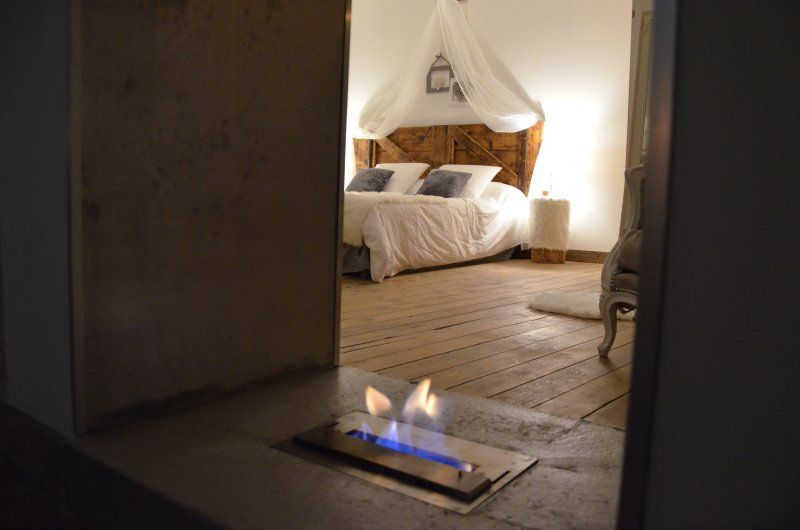 O²suites chambre scandinave avec jacuzzi privatif, holiday rental in Vestric-et-Candiac