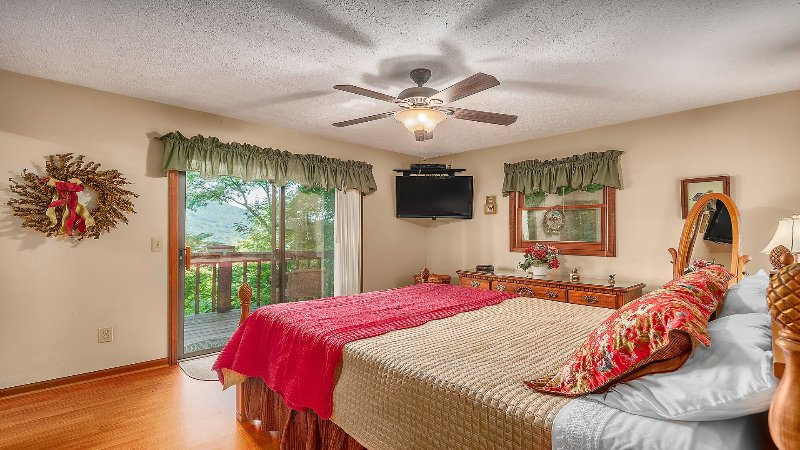 Master Bedroom with Private Deck and Bathroom. 42' Flat Screen TV.