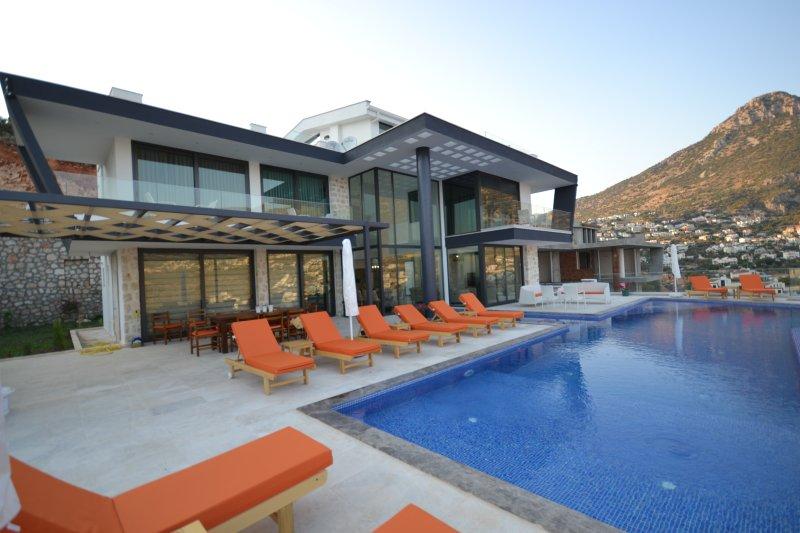 Moderne Villa mit 5 Schlafzimmern unbegrenzt Kalkan