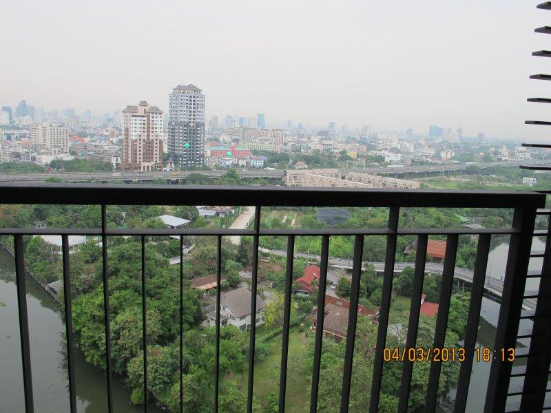 vue imprenable de toutes les fenêtres et les balcons