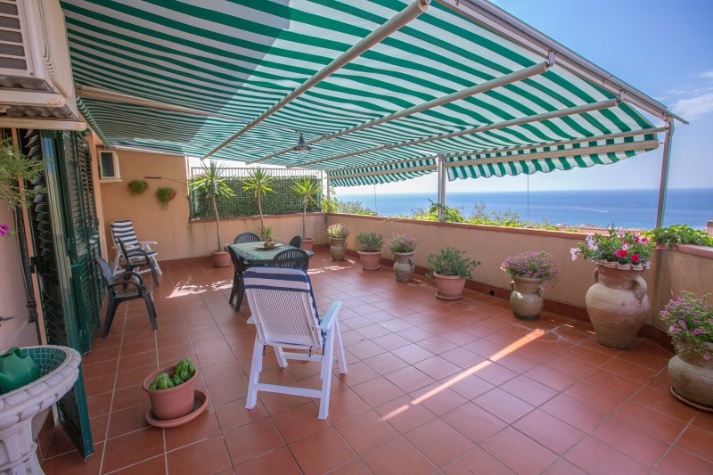 Magno Apartment, vacation rental in Cefalu
