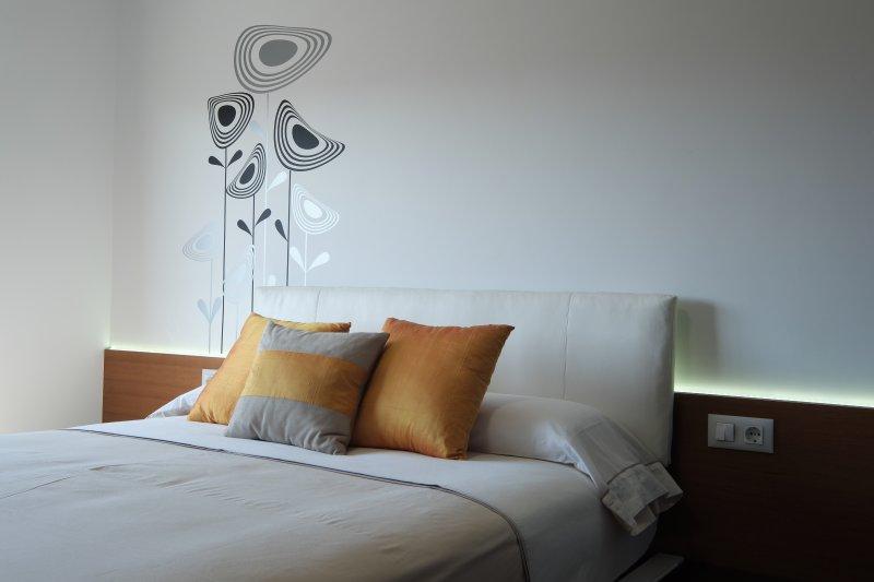 1.50 new mattress, individual pillow, duvet cover, synthetic padding.