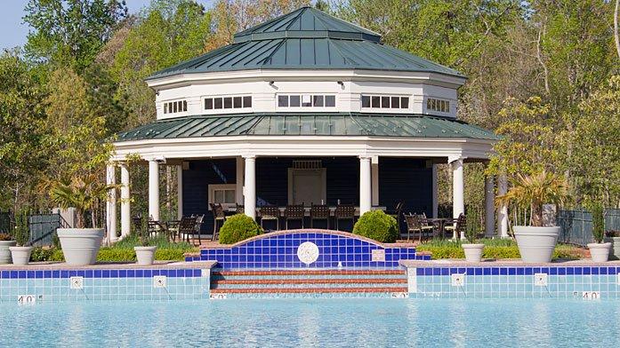 2 BDRM/2 BATH ~GREENSPRINGS RESORT~ NEAR BUSCH GARDENS! INDOOR/OUTDOOR POOLS, alquiler de vacaciones en Williamsburg
