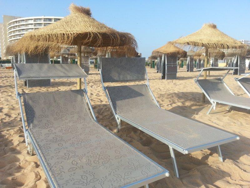 Beutifull Vilamoura praia-apenas um 3-4 minutos a pé. Espreguiçadeiras e guarda-sol disponíveis para alugar.