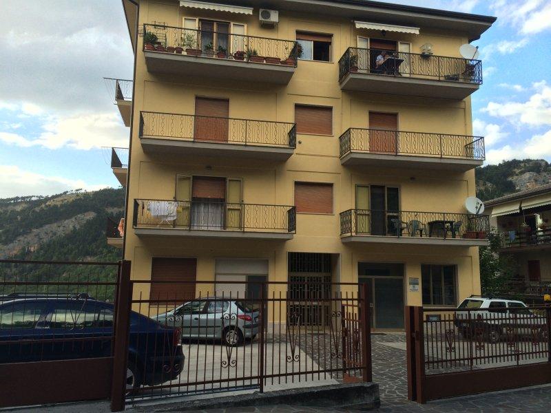 Mini Appartamento - Camera - servizi - cucina, holiday rental in Roccacasale