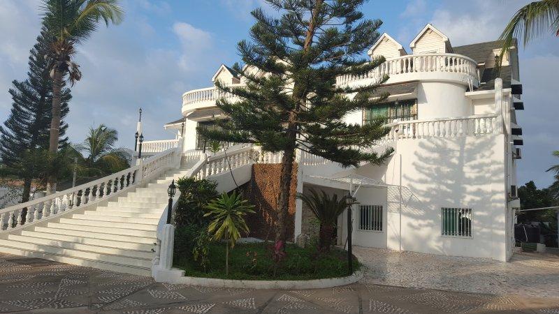 # 11 Senegambia area, in kerr serign, 5 doublbeds, casa vacanza a Bijilo