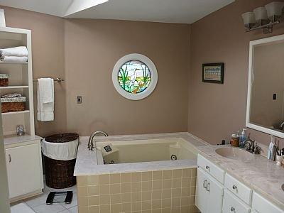 Baño principal en planta principal