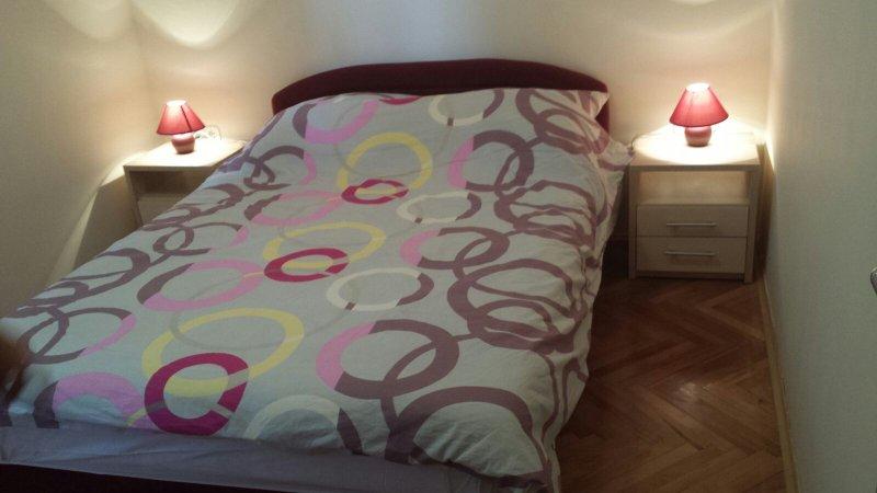 Leona 2, vacation rental in Brodarica