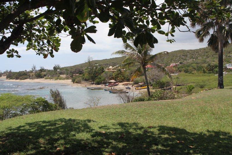 Achtertuin weergave van plaatselijke strand