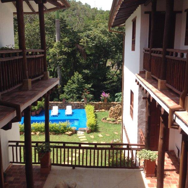 l'architecture typique de la région Guanentina à base de bois et de pierre naturelle Beau bâtiment.