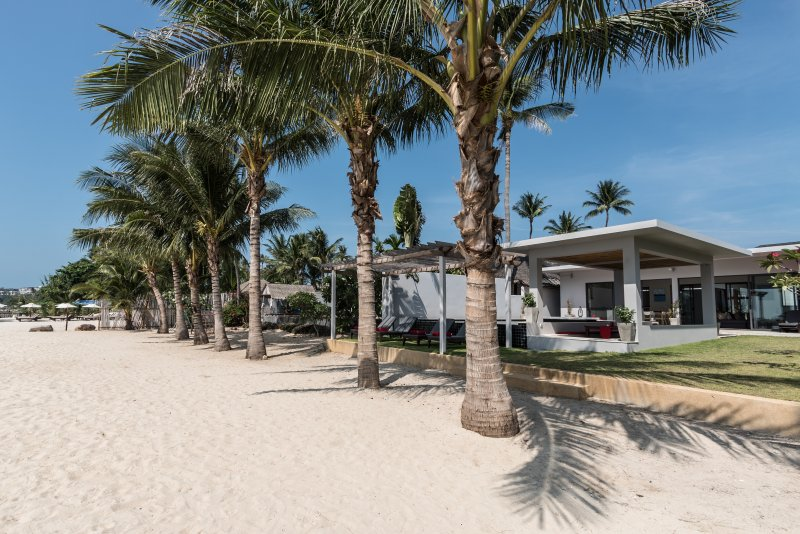The white sandy beach in front of Villa Red Samui