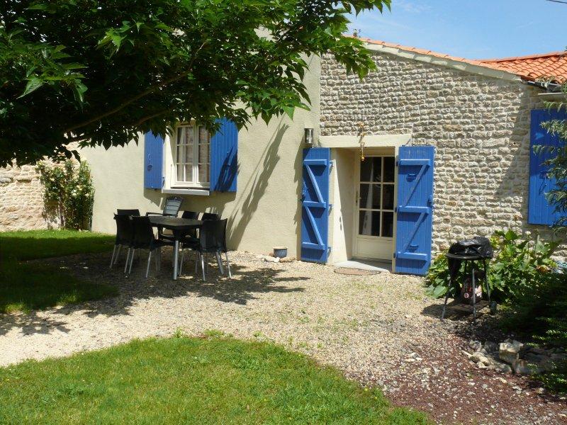 Gîte 'le Farfadet' avec piscine en sud-vendée, holiday rental in Chaille-les-Marais