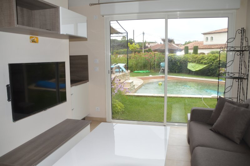 Beau adjoining studio has a villa. heated spa pool