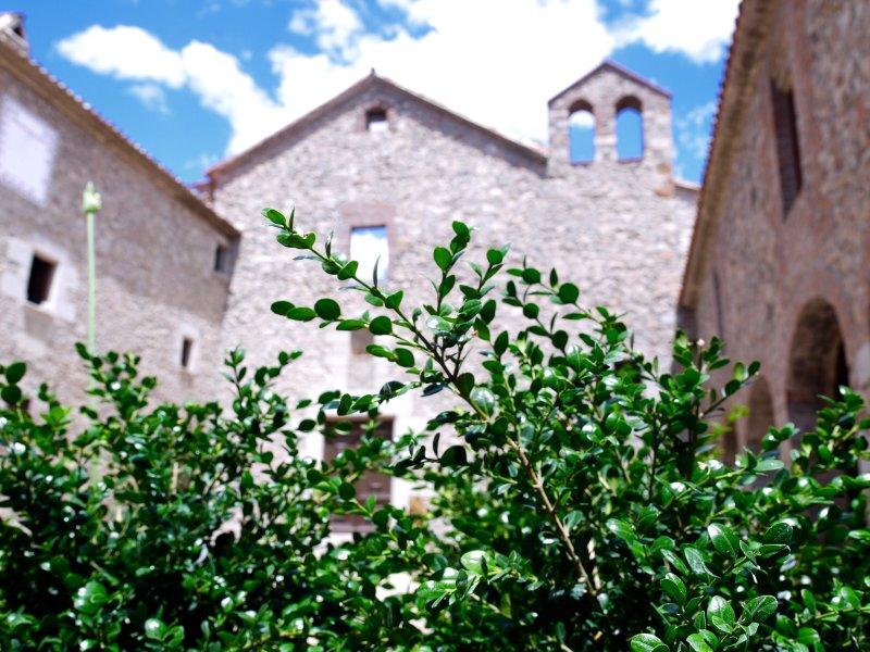 Monestir de Sant Salvi donde relax i naturaleza se unen para una experiencia única.