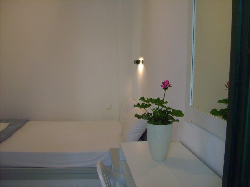 Bedroom wit double bed