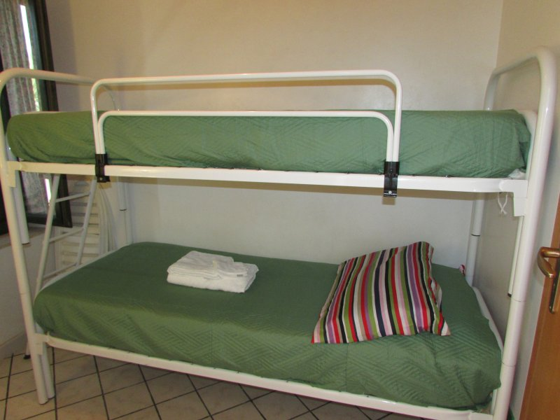 room number 2: bunk bed