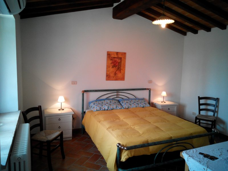 Agriturismo collomici,  camera fior d'aliso, holiday rental in Fighine