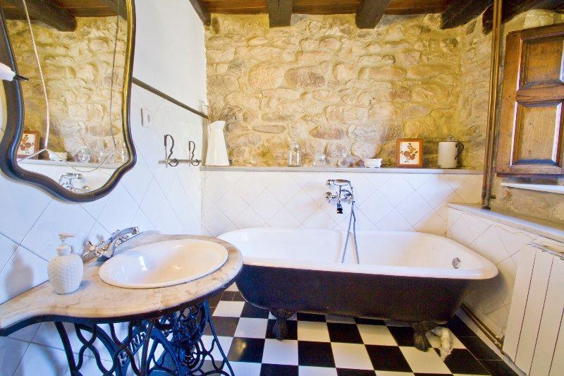 Baño completo espacios comunes.