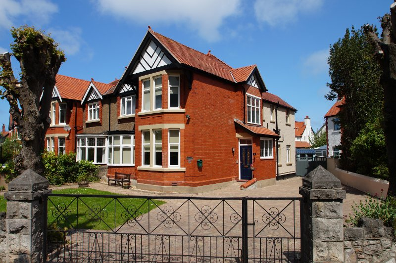 Large holiday home near llandudno with hot tub and  pool table