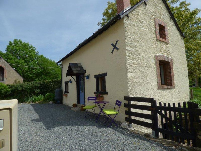 Vivre Le Rêve - Rural Gite  with pool & hot tub, vacation rental in La Cellette