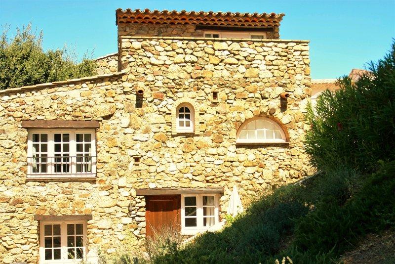 Hameau des Claudins # 7 Emponse 2-8 persons, casa vacanza a Plan de la Tour