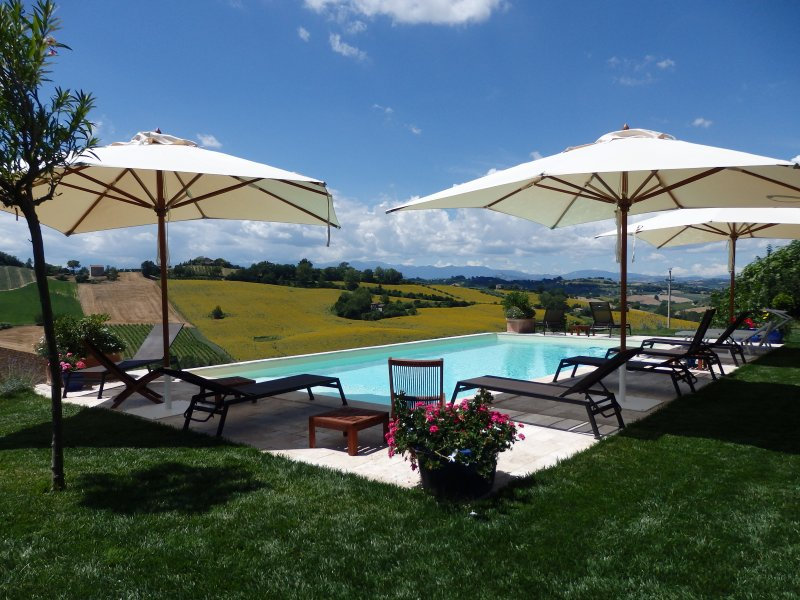 Pool with views of the Monte Sibbilini