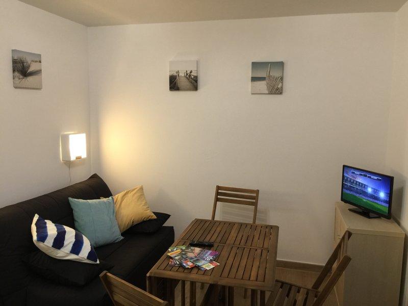 MEUBLÉ 2 ÉTOILES PREMIUM CLIMATISÉ — PLAGE DE CANET — PARKING COUVERT, holiday rental in Canet-en-Roussillon