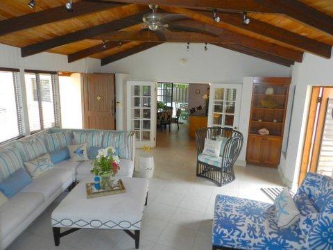 sala de estar principal amplio y luminoso