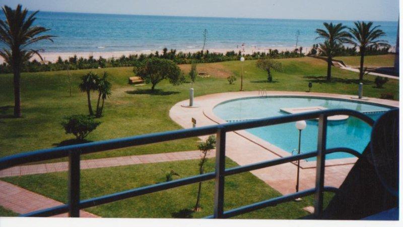 Large apartment facing the sea.