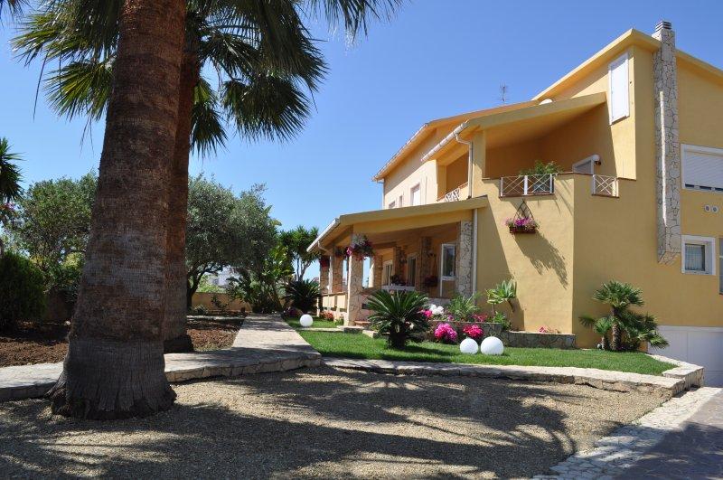 Camera matrimoniale''Il giardino di Cloe'', vacation rental in Fiumenaro