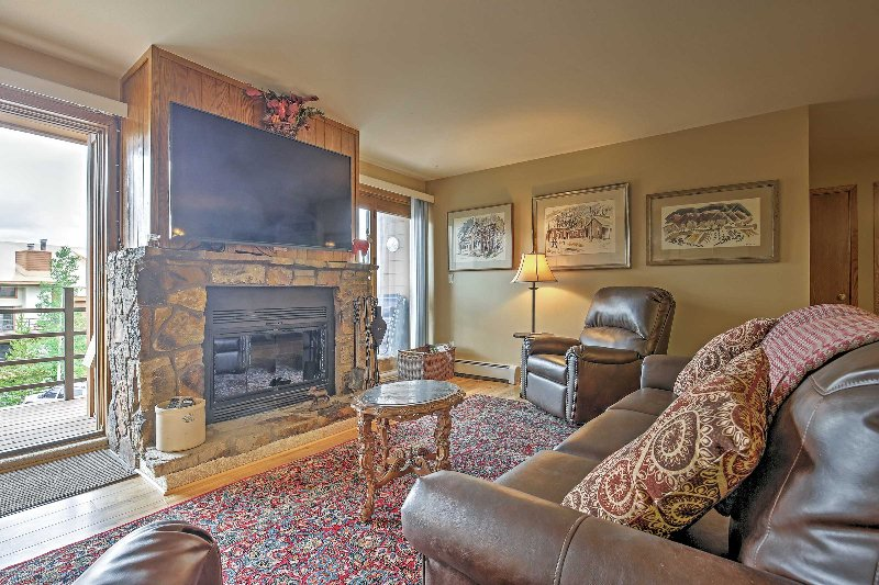 Silverthorne Condo w/Mtn Views Near Ski Resorts!, location de vacances à Silverthorne