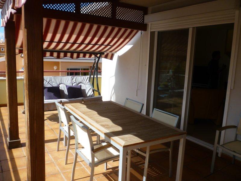 duplex avec deux terrasses ensoleillées, alquiler vacacional en Playa San Juan