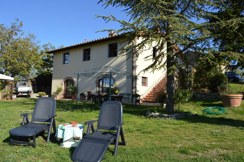 Holiday Cottage with beautifull view in Val d'Orcia area Tuscany, casa vacanza a Castiglione D'Orcia