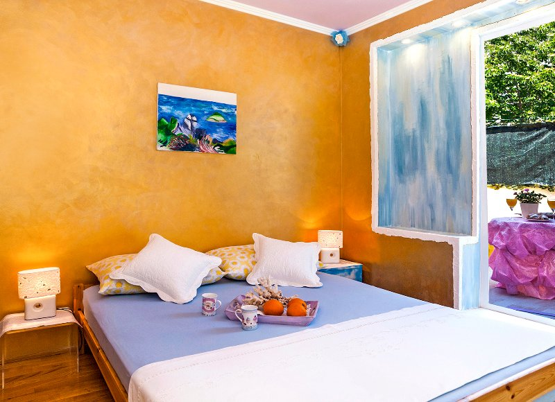 Golden shell romantic room by the coast, holiday rental in Dugi Rat