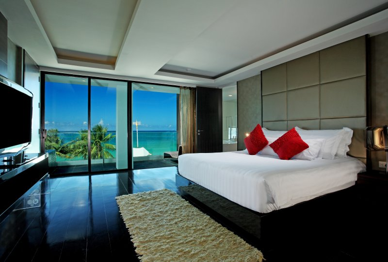 Beachfront 2BR Suite Seaview Patong with Jacuzzi, holiday rental in Patong