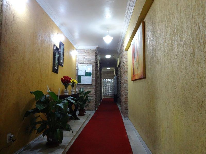 Concierge - Lobby 2