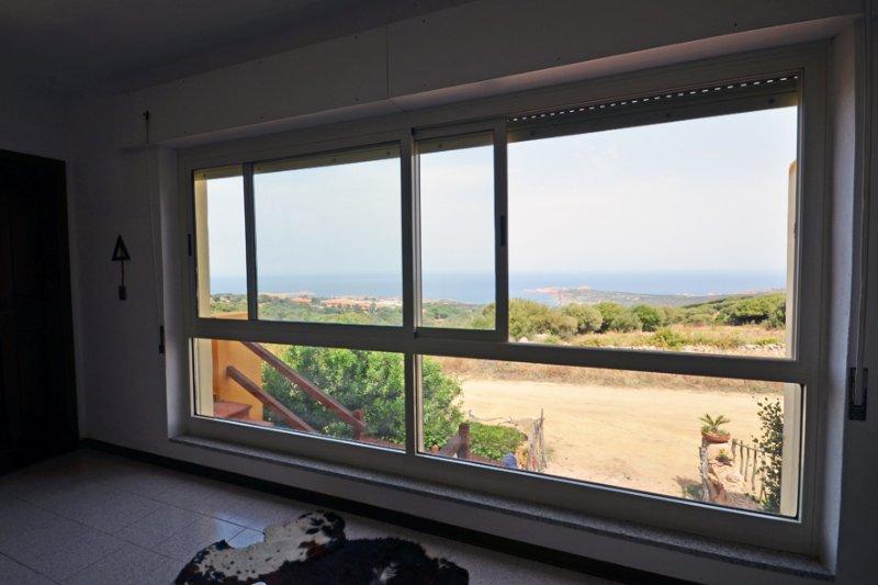 Appartamento vista mare zona ISOLA ROSSA piano SUP Trinità D'Agultu e Vignola, holiday rental in Paduledda