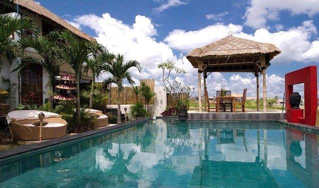 VILLA + OWNER.as.host Umalas Bumbak area, 5 bedrooms ideal 5 up 16 guests, alquiler vacacional en Kerobokan