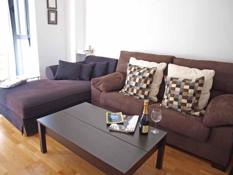 Cómoda zona di rilassarsi con divano chaise lounge. zona relax confortevole con divano chaise longue.