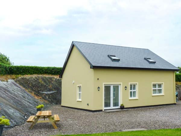ROCK LAWN COTTAGE, detached, WiFi, pet-friendly, off road parking, Bantry, Ref – semesterbostad i County Cork