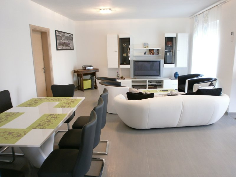 Apartments Bora, vacation rental in Liznjan