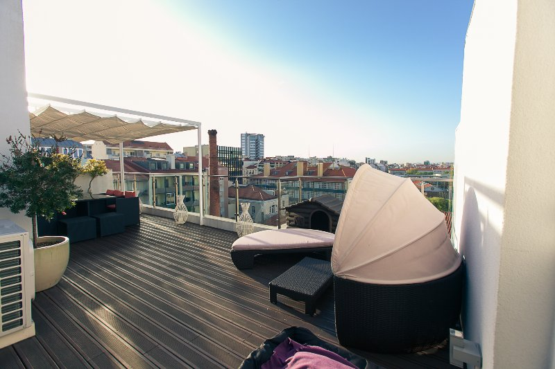 Penthouse with private terrace in Centre of Lisbon, alquiler vacacional en Lisboa