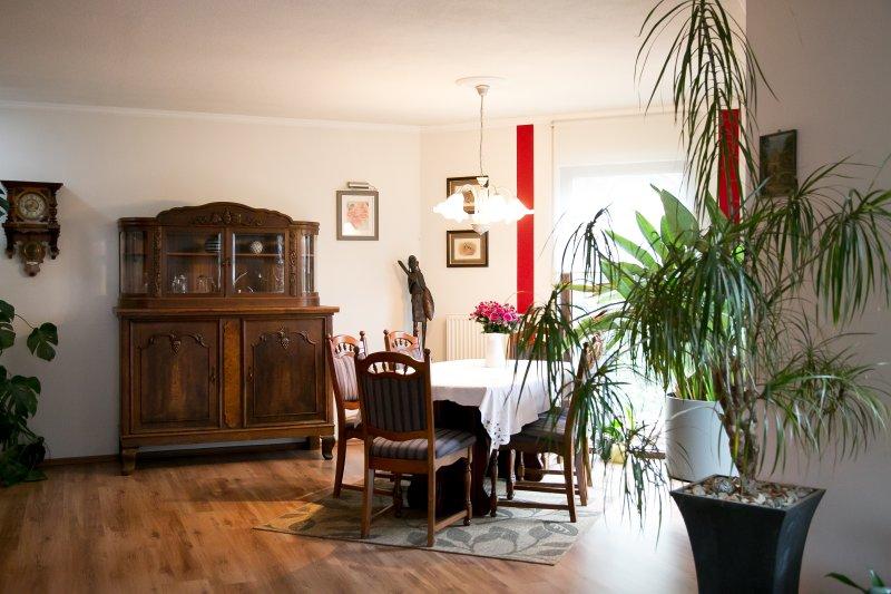 encontrar asientos en la sala de estar, esta tabla puede desnudarse para que 14 personas Platz