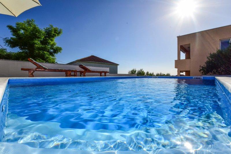 Apartmani JIDRA 1, holiday rental in Rtina