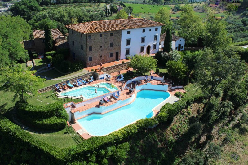 Medieval House in the heart of Tuscany, pools with panoramic view, alquiler vacacional en Montaione
