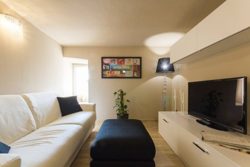 IL NIDO, holiday rental in Alba